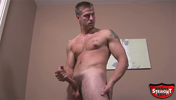 Does Cliff have a dick big enough to rival the legend of Gigantor? See for yourself in this amazingly hot solo session where Cliff shows off his impressive dick!
